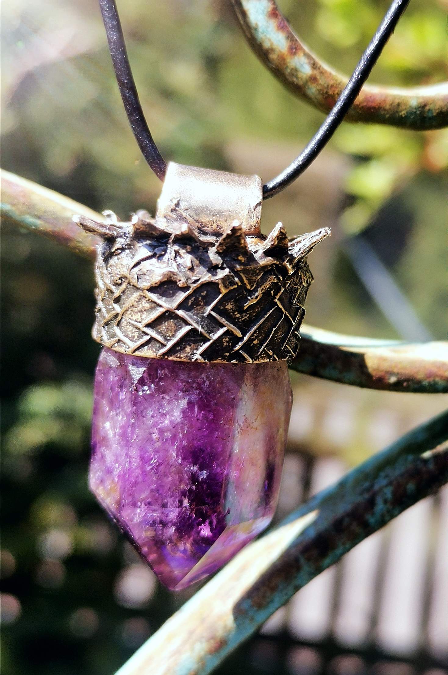 Amethyst-Spitze in Goldbronze-Kappe